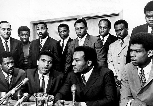 Muhammad Ali anuncia que no peleará
