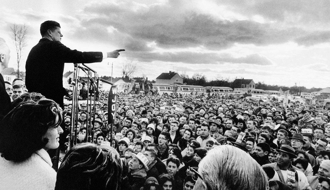 Kennedy hablando ante sus seguidores en un acto de campaña en Vermont