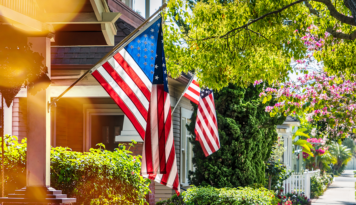 Tips for displaying the american flag on 4th of july for Proper us flag display