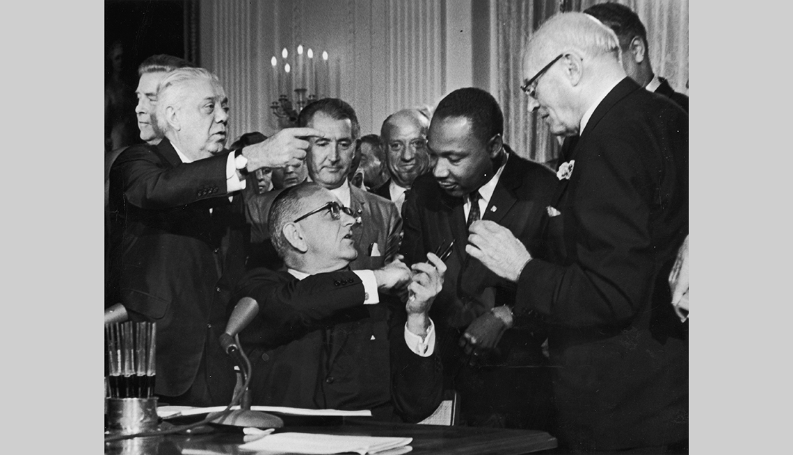 Lyndon B. Johnson y Dr. Martin Luther King Jr.
