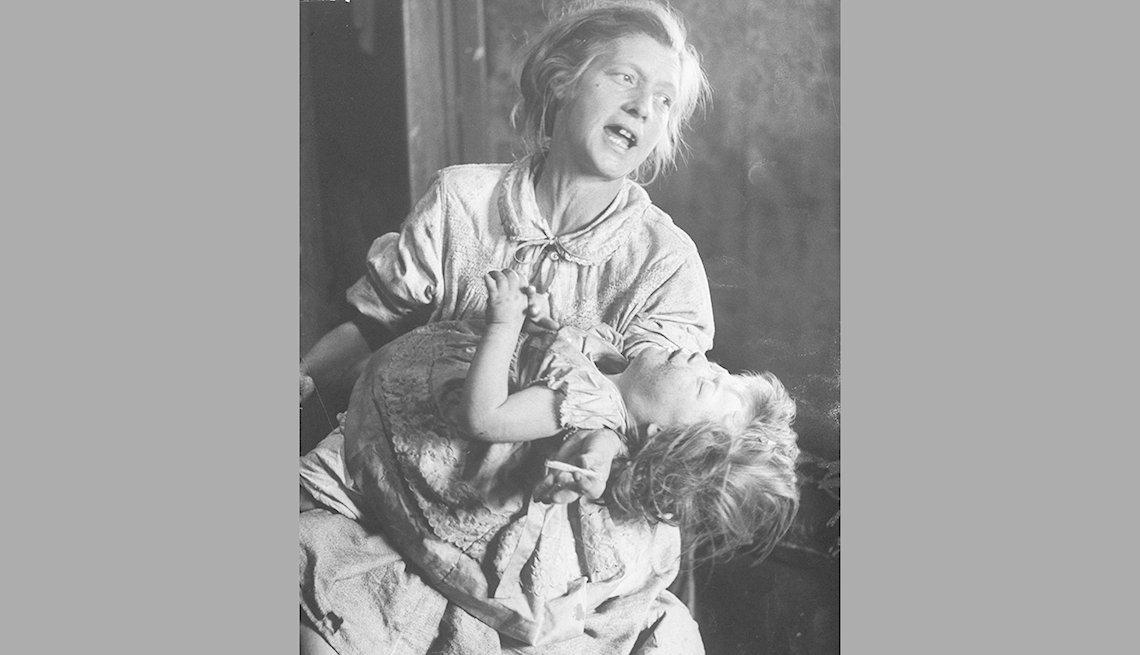 Madre e hija enfermas con sarampión