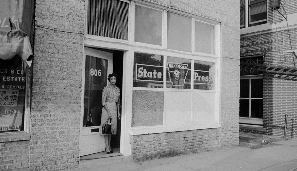 Daisy Bates y su esposo fundaron el Estado de Prensa Arkansas, un periódico semanal como modelo de las publicaciones de líderes negros de la época.