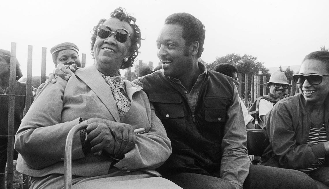 Dorothy Height, Jesse Jackson, y la esposa de Jackson Jacqueline asisten al Consejo Nacional de Celebración Negro Family Reunion de Mujeres Negras en 1986.