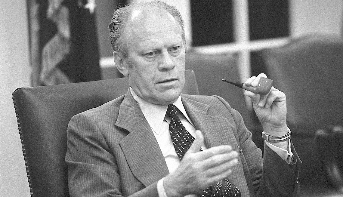 Presidente Gerald Ford habla desde la oficina oval