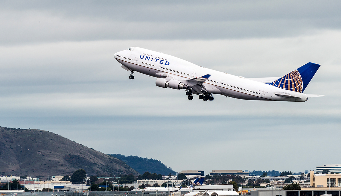 United Airlines Boeing 747 Airplane Takes Off from San Francisco International Airport, Boeing 747 Last Flight
