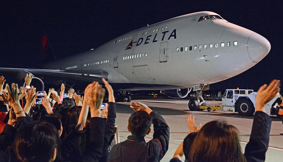Boeing 747 of Delta Air Lines Leaves Narita, Japan, Boeing 747 Last Flight