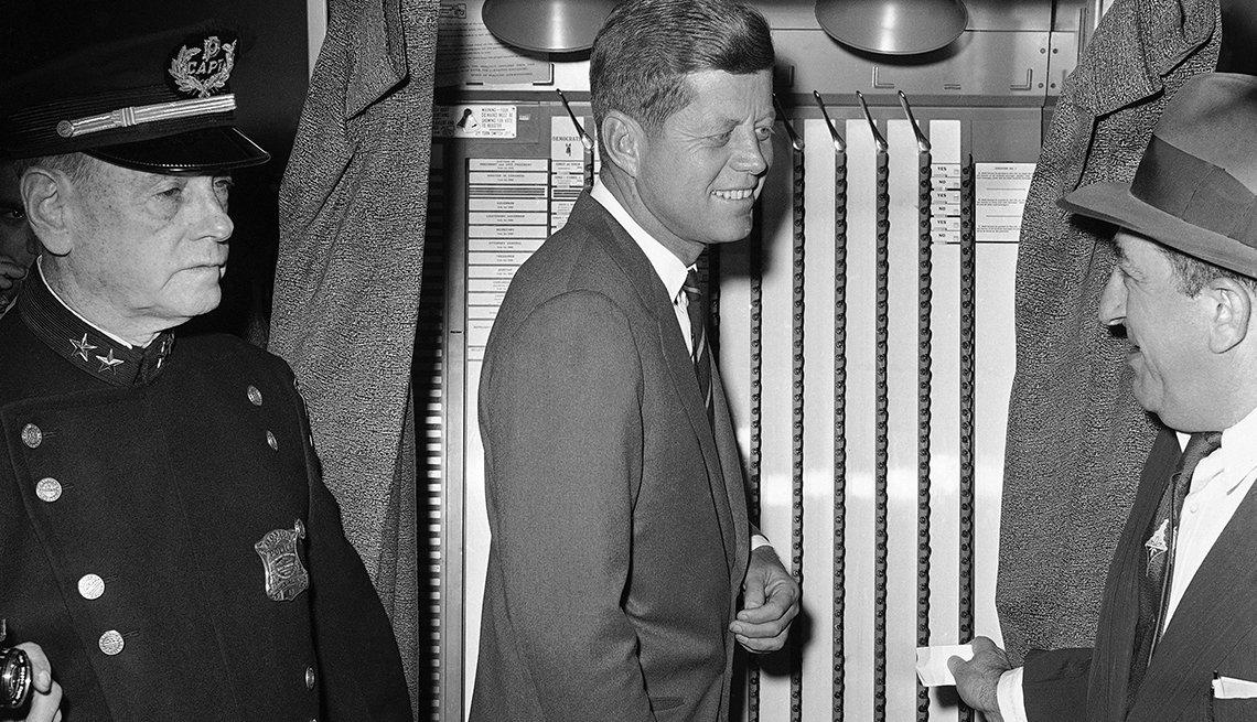 Senador John F. Kennedy el día de las elecciones