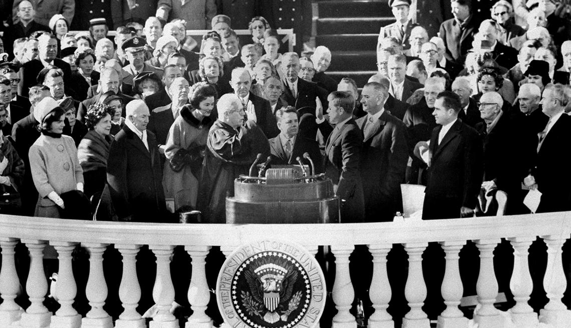 John F Kennedy durante su juramentación