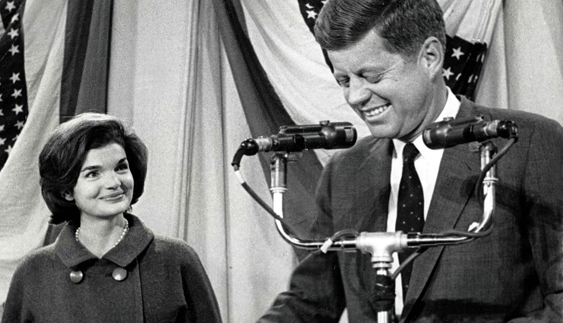 Jackie Kennedy observa a su esposo luego de ser electo presidente