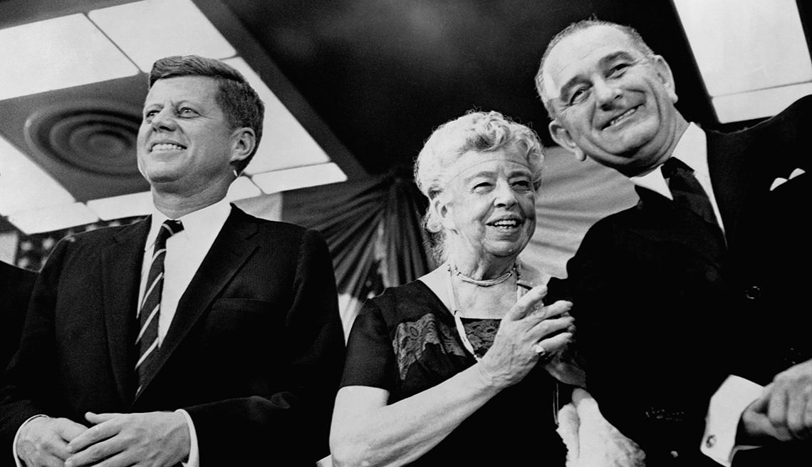 Kennedy junto a Elenor Roosevelt y Lyndon B Johnson