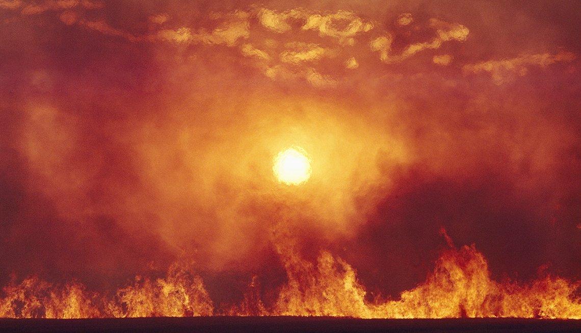 Sol intenso y llamas de fuego
