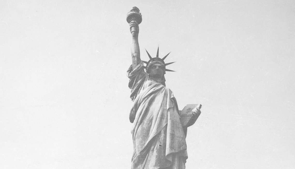 Foto en blanco y negro de la Estatua de la Libertad