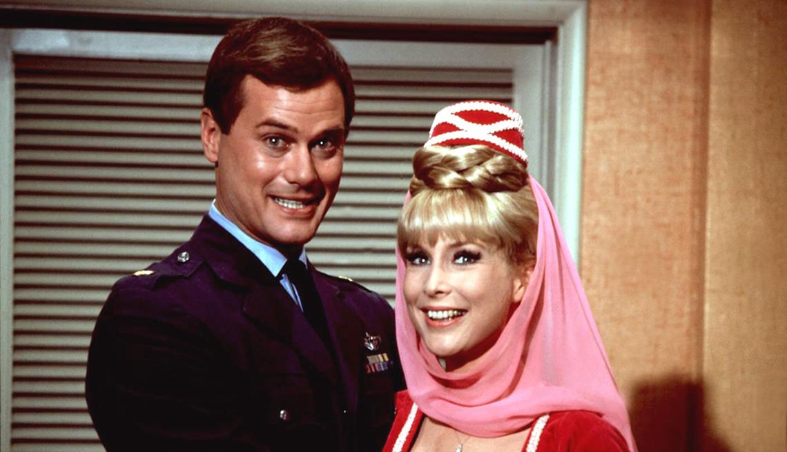 Larry Hagman y Barbara Eden estrellas de Mi bella genio
