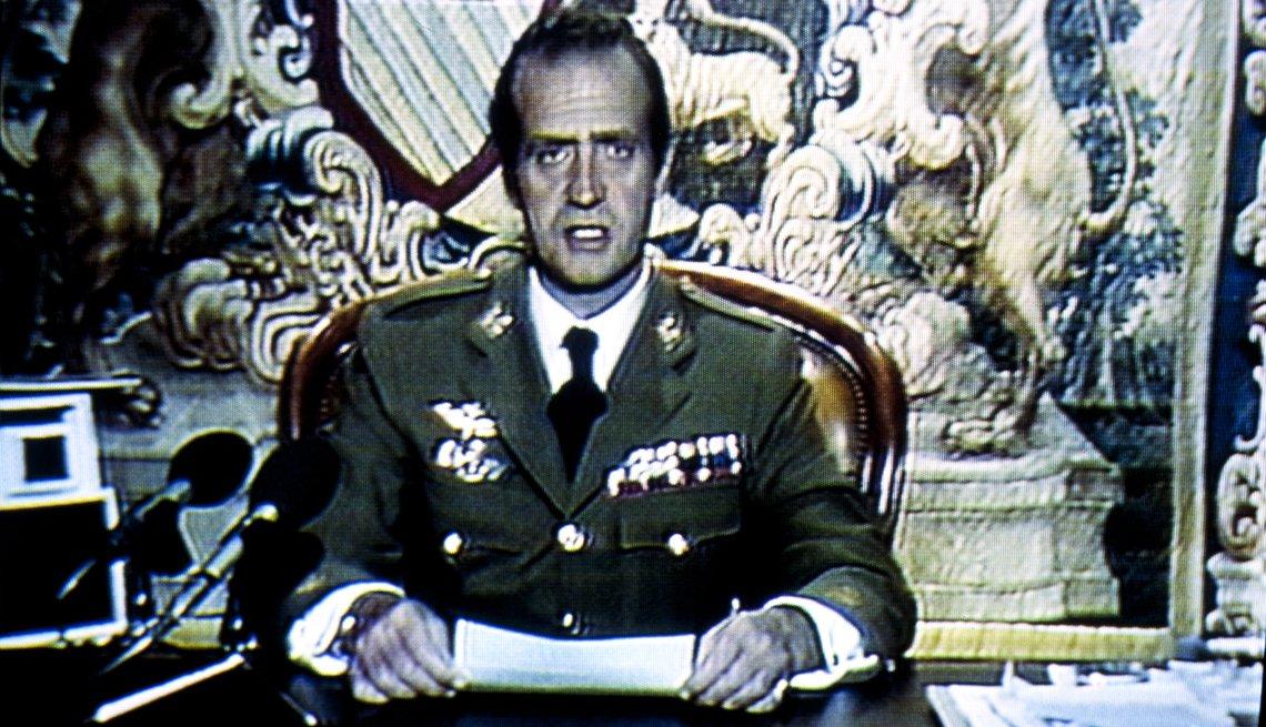 Rey Juan Carlos de España en television durante el atento de golpe de estado.