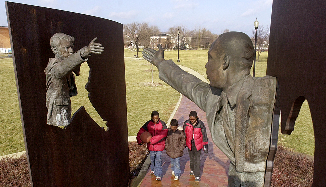 Monumento Hito por la paz en Indianápolis