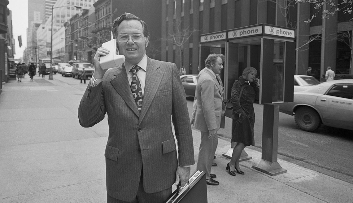 Motorola executive demonstrates the first cell phone