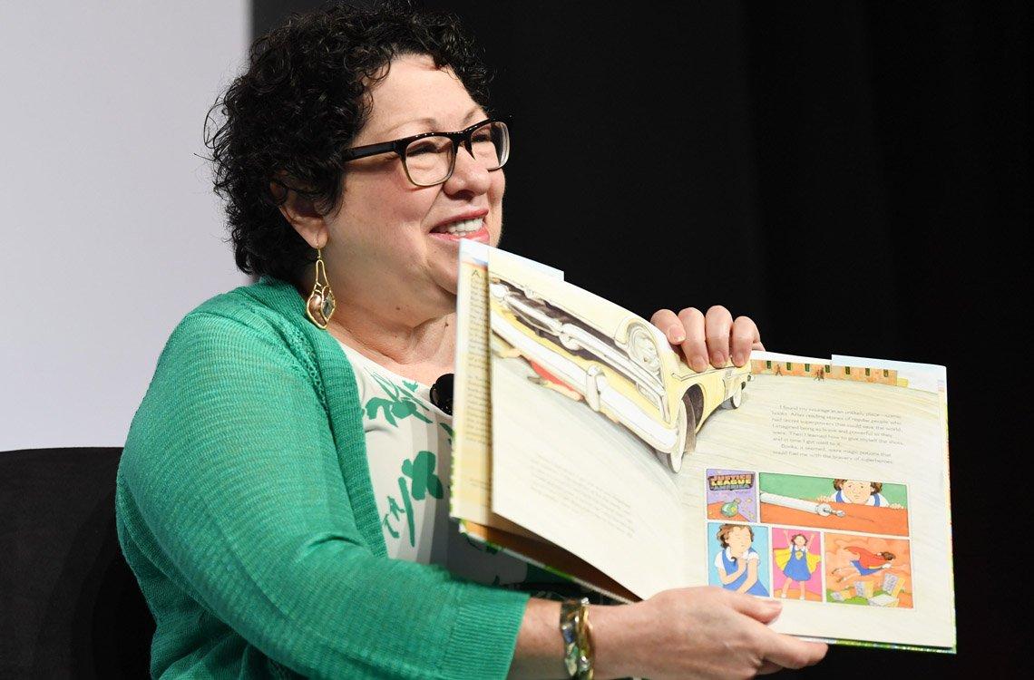 Sonia Sotomayor lee en público su libro