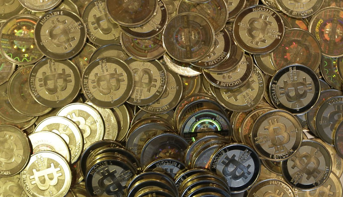 Monedas sobre una mesa