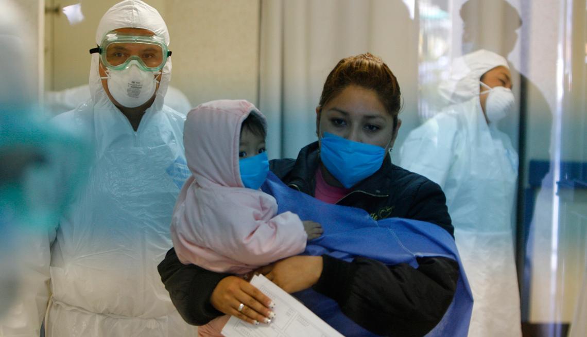 item 30 of Gallery image - Mujer con su hijo en una clínica.