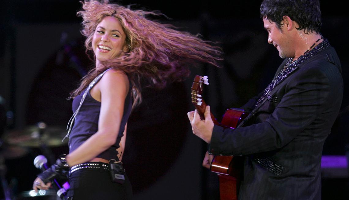item 15 of Gallery image - La cantante Shakira y Alejandro Sanzs