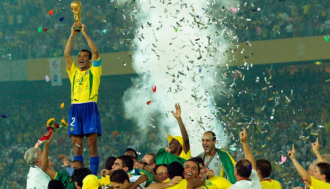 item 11 of Gallery image - Equipo de fútbol de Brasil celebra el título mundial