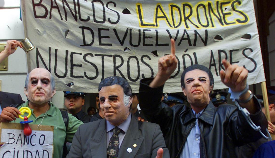 item 10 of Gallery image - Grupo de personas protesta