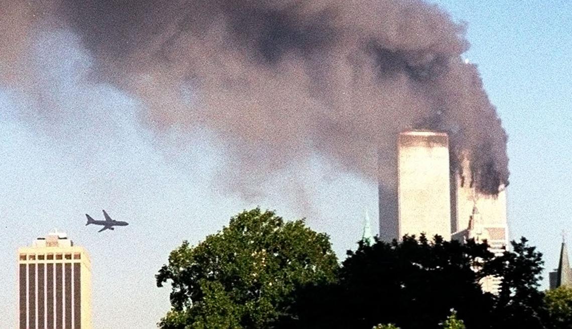 item 9 of Gallery image - Avión se aproxima a las Twin Towers del World Trade Center en Nueva York
