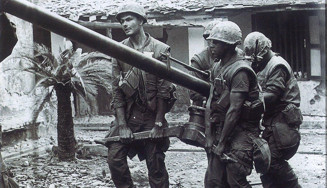 People fighting in the Vietnam War