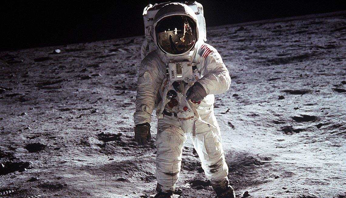 Astronauta Buzz Aldrin caminando en la Luna