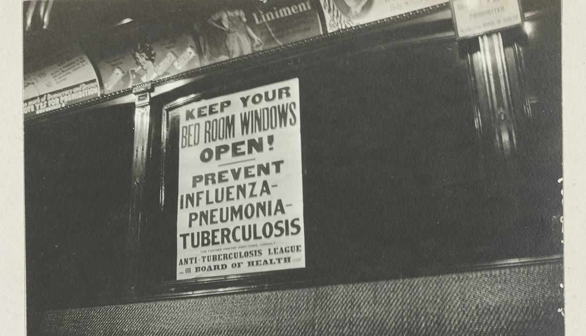 item 7 of Gallery image - Foto de 1918 de un letrero en un tranvía de Cincinnati sobre la prevención de la propagación de la gripe