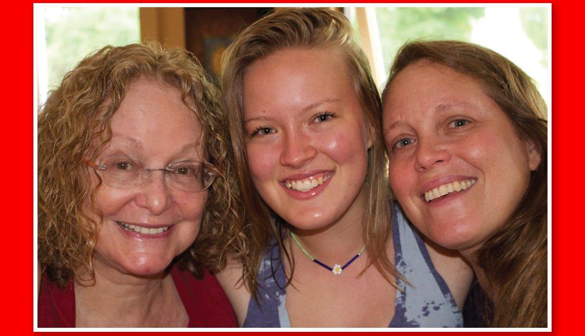 Imgen de la abuela Fran Bull, su nieta Hannajane Bull e hija Katie Bull