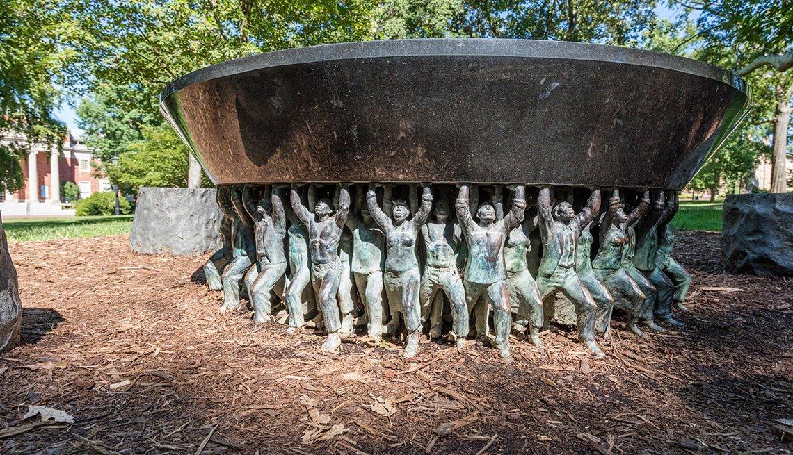 Monumento en el campus de la universidad de Carolina del Norte