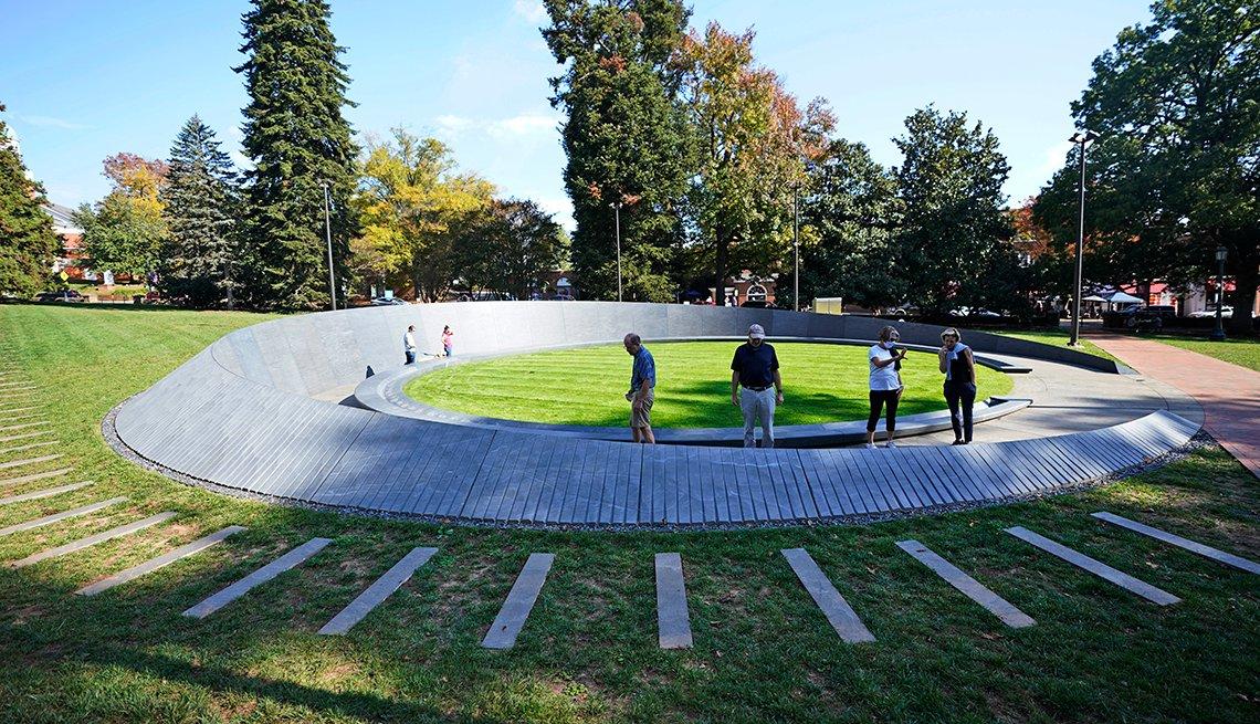 Monumento a los trabajadores esclavizados en la Universidad de Virginia