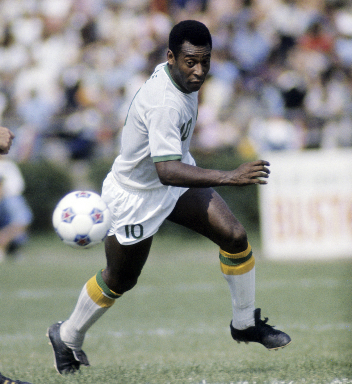 a photo of soccer player pele playing for the new york cosmos