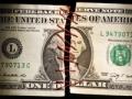 Un billte de dólar cosido junto - Protecciones importantes para el retiro de AARP
