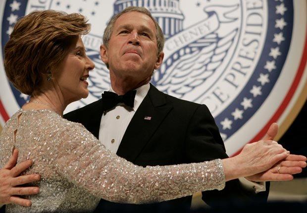 El presidente George Bush y la primera dama Laura Bush bola inaugural de 2005 - Discursos de inauguración