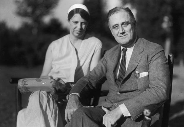 Presidente de Estados Unidos Franklin D. Roosevelt y su esposa Eleonor Roosevelt - Políticos famosos frente a enfermedades durante su servicio