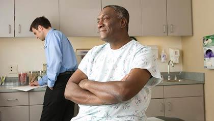 Paciente y médico en un consultorio médico - la expansión de Medicaid