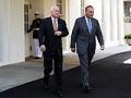 Senadores John McCain y Chuck Schumer hablando sobre la ley de inmigración
