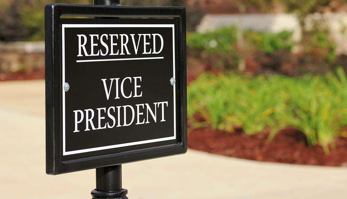 Rótulo que dice 'Reservado para el vice presidente'