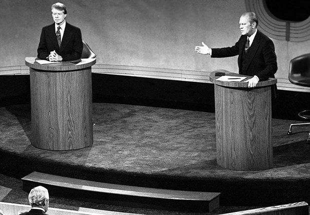 Gerald Fold durante un debate frente al presidente Jimmy Carter