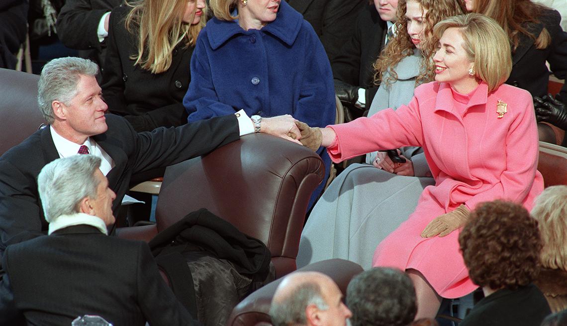 Presidente Bill Clinton saluda a su esposa, Hillary Clinton