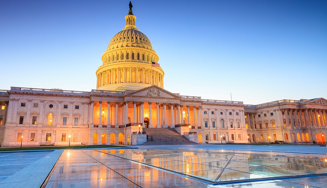 US capitol building at dusk