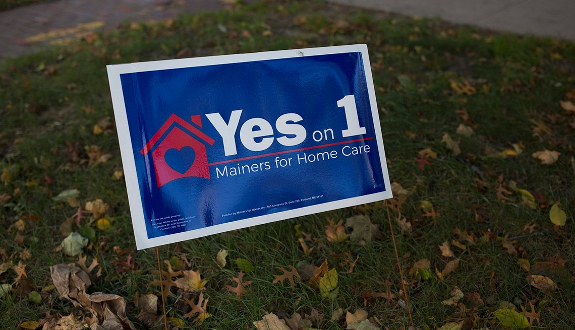 A sign supporting issue one in Maine