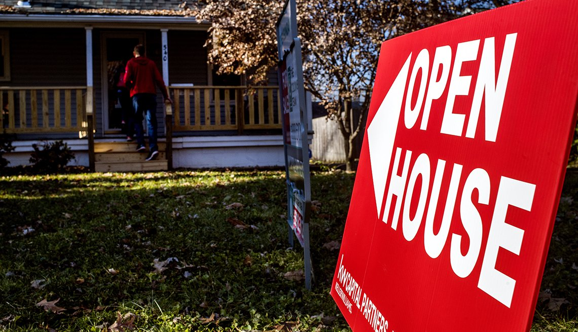 A red sign for an open house.