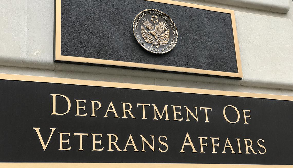 Letrero donde se puede leer en inglés Departamento de Asuntos de Veteranos