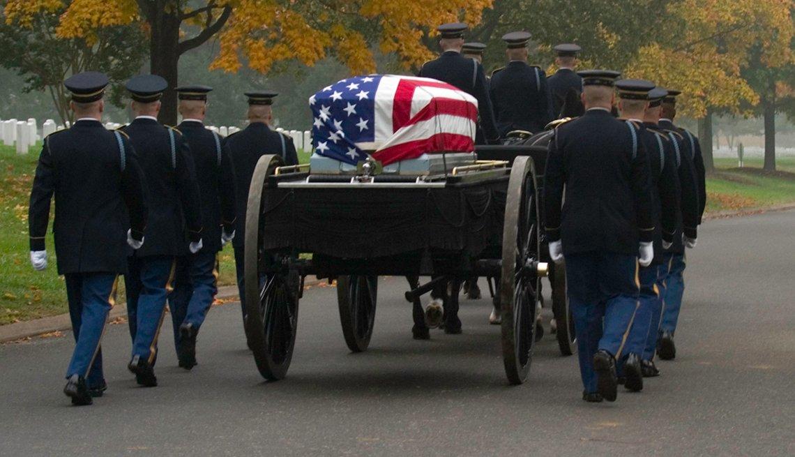 Funeral militar en el cementerio nacional de Arlington