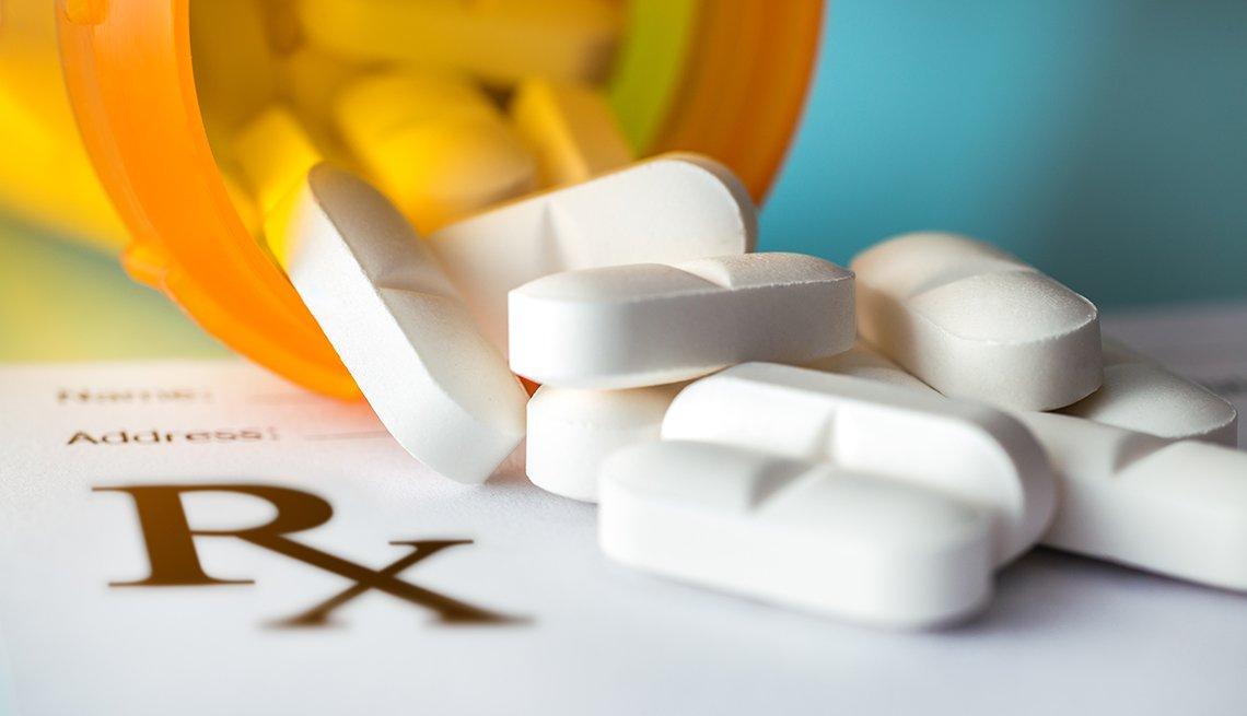 Recipiente con pastillas recetadas