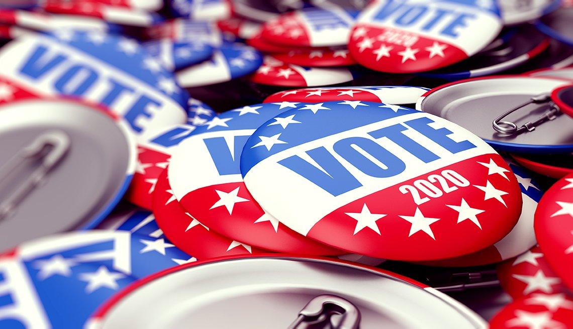 Botones de promoción electoral de color rojo, blanco y azul.