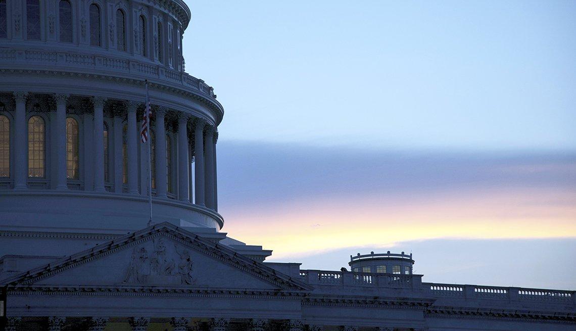 Primer plano de la cúpula del edificio del Capitolio de Estados Unidos